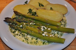 Asparagi con patate novelle e cottage cheese