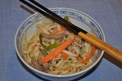 Wok chow mein (炒 麺) with sprouts and beef (recipe light)
