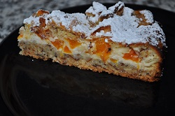 Crumble Apricot, quark and almonds