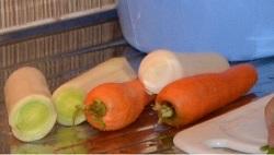 Kochen in Urlaub: die Basis für die Sauce bereit für den Einsatz ...