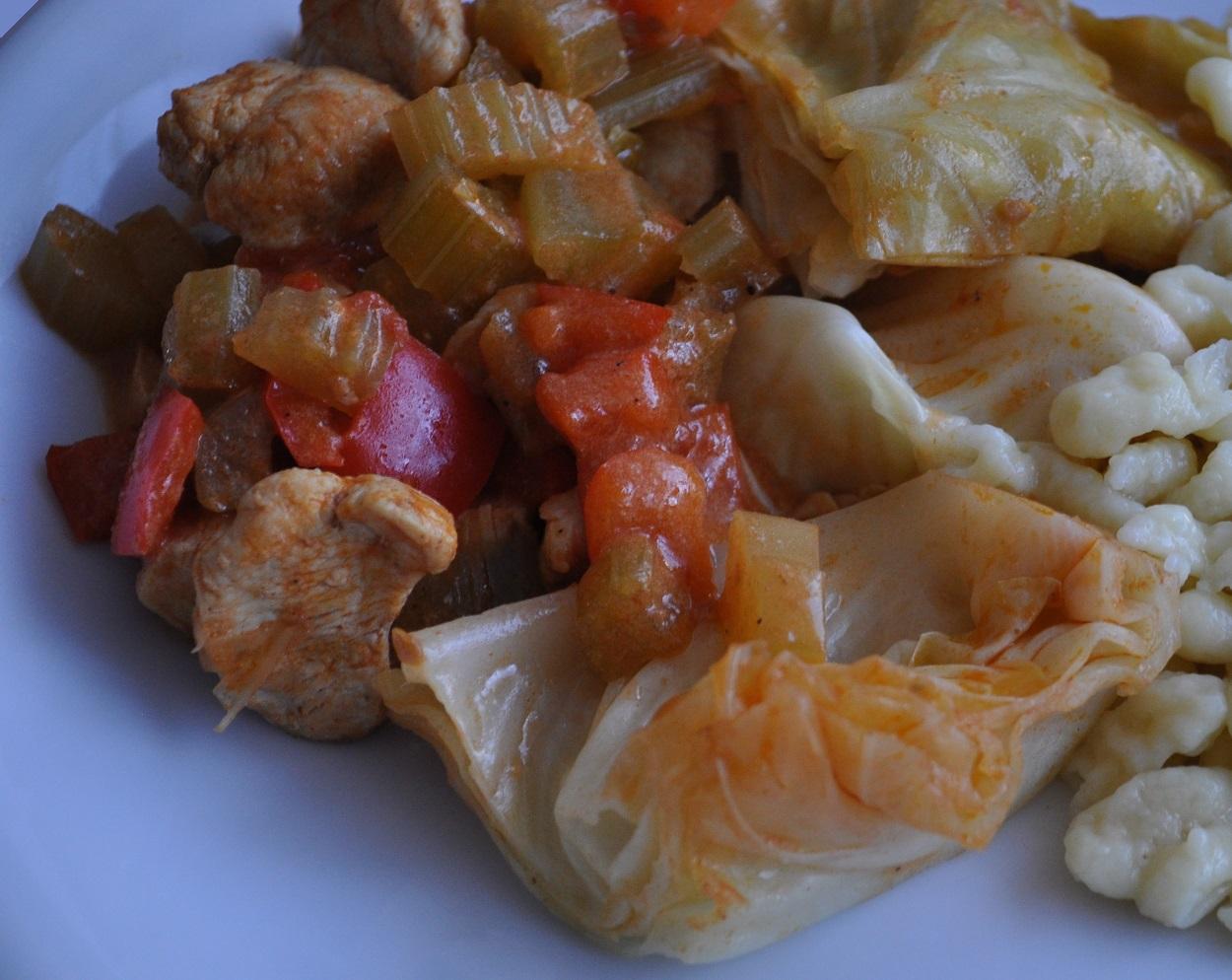 Gulasch di pollo con cavolo cappuccio ricetta light for Cucina light
