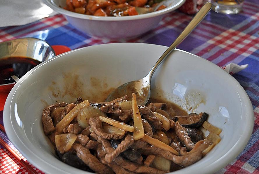 Rindfleisch mit Bambus und chinesischen Pilzen