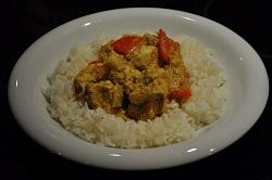 Pollo al curry con arroz basmati perfumado.