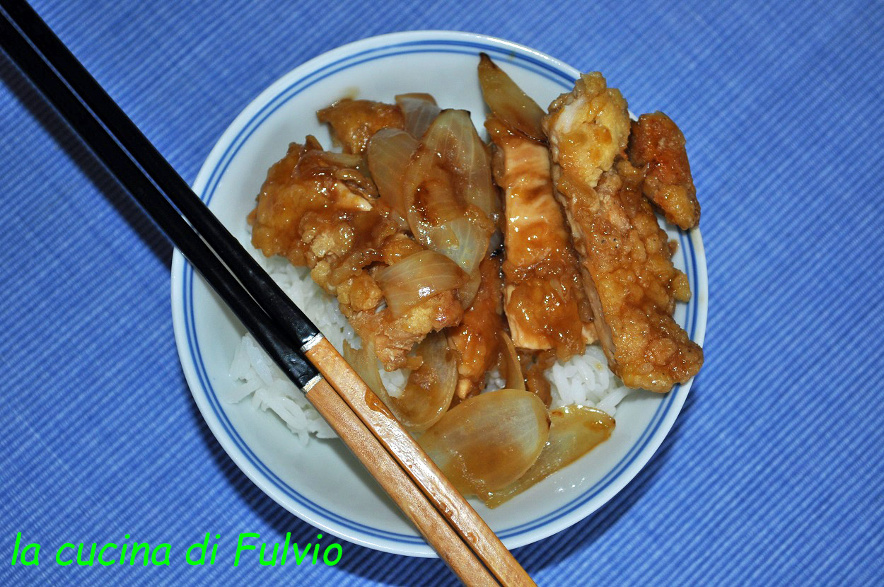 gebratenes Huhn mit Zitronensauce (chinesische Küche)