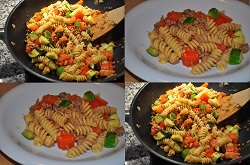 Sautéed pasta, vegetables and minced thyme (recipe light)