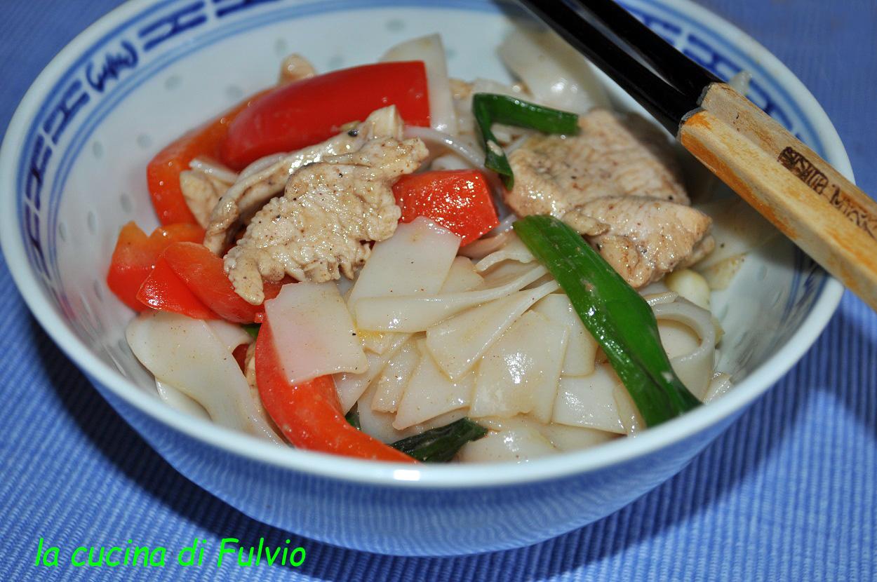 Chinesische Nudeln Huhn und Paprika (chinesische Küche)