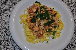 Pfifferlingsragout mit Tagliatelle: finferli sauce with tagliatelle.