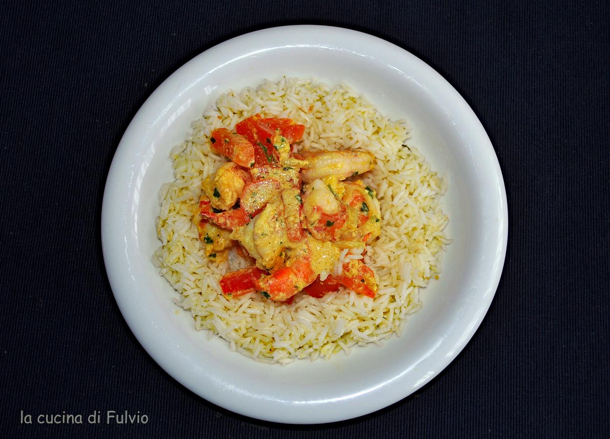 Riesengarnelen-Curry mit Reis mit Kokosgeschmack