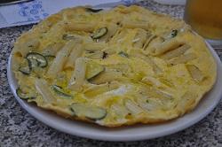 Das Omelett mit den fortgeschrittenen Nudeln