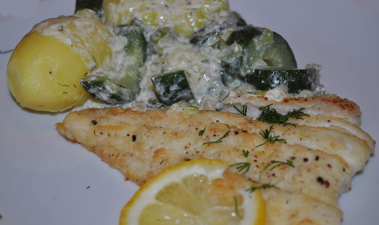 Cod fillet with aromatic cucumber sauce